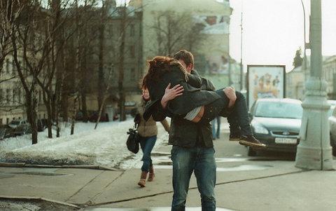 cogida en brazos